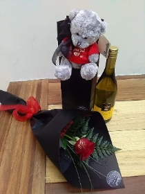 Valentines Gift pack   Red Rose, Wine & Bear